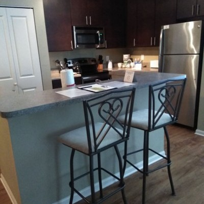 Edgewater Crossings Kitchen With Barstools